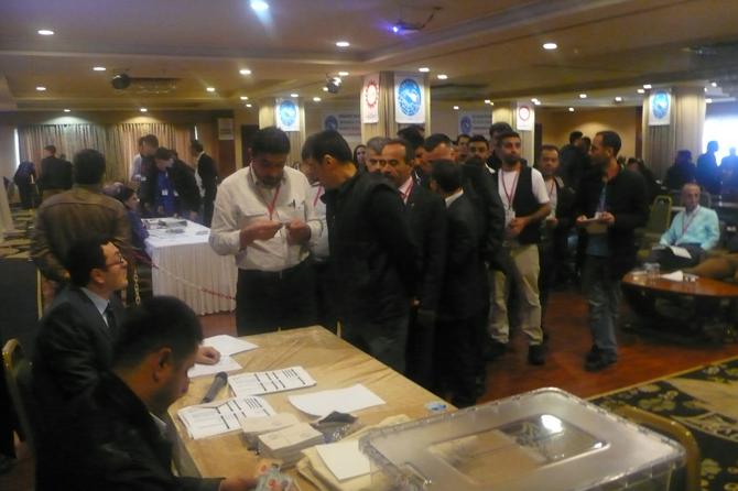 Genel Kurul'da oy kullanılıyor