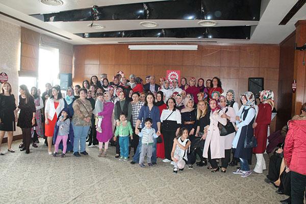 Toplantıyı sonlandırırken üyelerimiz ve çocukları bir arada